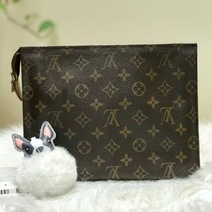 LV TOILETRY 26